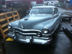 Charlies Cadillac 50:a från Vegas, nu hemma i svenskt regn och rusk. Dock med tak.