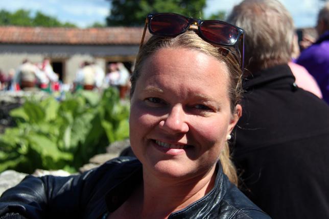 Inget blogginlägg utan selfies :-) Tess lapar sol och njuter midsommar.