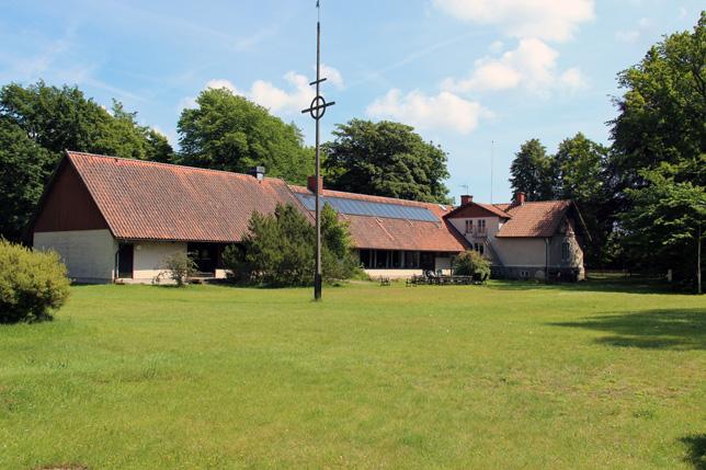 The place to be.. Ekegården. Här syns huvudbyggnaden med restaurang- och kyrkodelen.